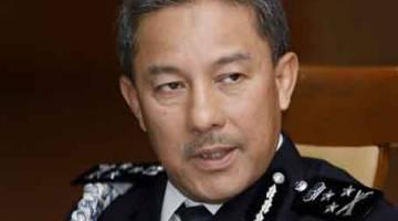 TUMU NYIKAP DIRI: Zamri ba aum media di IPK Sarawak kemari.