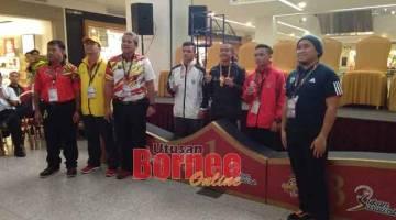 TAHNIAH: (Dua kiri) Louis, Ahmad, Arrolflynn (kanan) bersama selepas majlis penyampaian pingat kepada pemenang kategori 52kg.