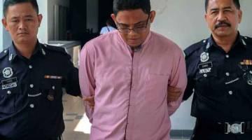 TIDAK MENGAKU SALAH: Muhammad Zaki (tengah) mengaku tidak bersalah di Mahkamah Majistret Melaka semalam atas pertuduhan mencederakan isterinya dengan cara menumbuk muka, mencekik dan memijak badan mangsa pada Mei tahun lepas. — Gambar Bernama