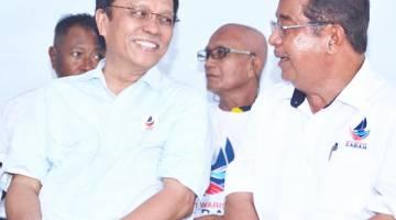 PEMIMPIN: Presiden WARISAN Datuk Seri Mohd Shafie Apdal (kiri) sentiasa memberi sokongan padu kepada Karim (kanan) dalam setiap kempen WARISAN.
