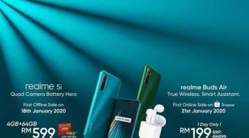 HEBAT: realme Buds Air dijual dengan harga pasaran RM299 manakala telefon pintar realme 5i dijual dengan harga RM599.