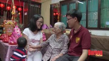ZIARAH: Yang paling penting, hari pertama TBC merupakan masa apabila keluarga Cina menziarahi orang tua mereka dan ahli keluarga paling senior.
