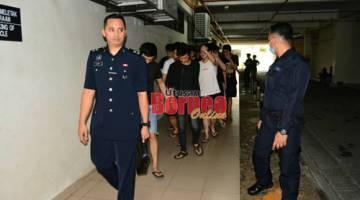 Kesemua tertuduh tiba di Mahkamah Kuching hari ini.