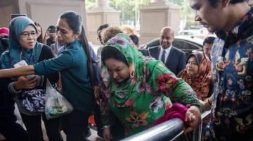 Rosmah (tengah) tiba di Kompleks Mahkamah hari ini - Gambar Bernama