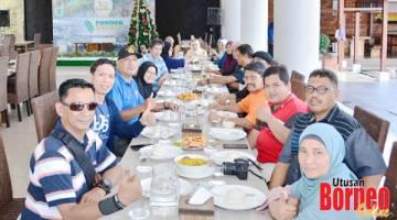 MENYELERAKAN: Jamuan tengahari yang dihoskan Disbudpar Propinsi di Restoran Pondok Kelapa.