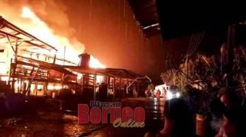 KARAM DI DARAT: Lebuh api benung mau nganguska Rh Dingon, tumu pagi kemari.