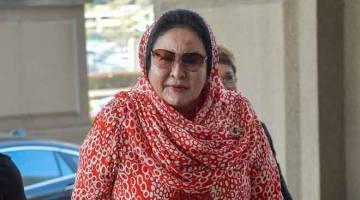 HADIR:  Isteri bekas Perdana Menteri Datin Seri Rosmah Mansor hadir di Mahkamah Tinggi Kuala Lumpur semalam bagi prosiding perbicaraan kes rasuah yang dihadapinya berhubung projek tenaga solar di sekolah luar bandar Sarawak. — Gambar Bernama