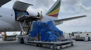 SARAT: Muatan kargo sebanyk 96 tan dibawa dari Dubai.