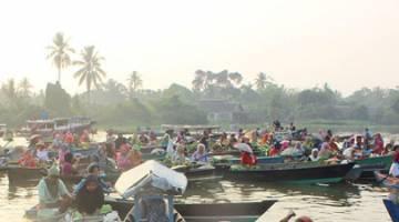 PERLU DIKUNJUNGI: Pasar Terapung Lok Baintan.
