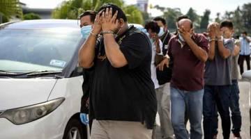 DITANGKAP: Lapan individu termasuk dua pengurus syarikat direman bagi membantu siasatan membabitkan tuntutan palsu berkaitan pembekalan alat ganti mesin dianggarkan bernilai lebih RM186,000 mengikut Seksyen 18 Akta Suruhanjaya Pencegahan Rasuah Malaysia (SPRM) 2009 di Kompleks Mahkamah Alor Setar semalam. Kesemua suspek berusia antara 39 hingga 45 tahun mendapat perintah reman yang dikeluarkan oleh Penolong Pendaftar Mahkamah Majistret Alor Setar, Rashidah Azmi selama tujuh hari bermula semalam hingga 20 Me