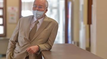 Najibhadir di Kompeks Mahkamah Kuala Lumpur hari ini, bagi perbicaraan kes pindaan Laporan Akhir Pengauditan 1MDB membabitkan beliau dan bekas Ketua Pegawai Eksekutif 1MDB Arul Kanda Kandasamy. - Gambar Bernama