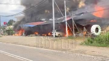 MUSNAH: Enam lot kedai di Kampung Gambaron 1, Telupid terbakar.