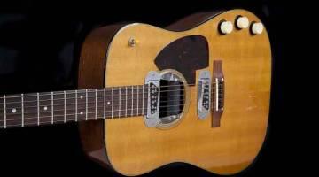 GITAR ENAM JUTA: Gambar ihsan Julien's Auctions yang diperolehi AFP pada 11 Mei 2020 ini menunjukkan gitar yang dimainkan oleh Kurt Cobain semasa persembahan Nirvana di MTV Unplugged, New York.  — Gambar AFP