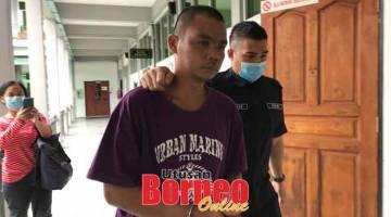 DIDAKWA: Baring  dibawa keluar dari mahkamah setelah mengaku tidak bersalah atas pertuduhan melakukan serangan seksual.