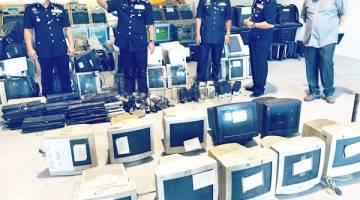 LUPUS: Sebahagian mesin judi yang dilupuskan membabitkan kes sejak 2005.