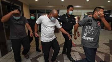 PASRAH: Tiga lelaki dijatuhi hukuman penjara seumur hidup oleh Mahkamah Tinggi di Kuala Terengganu setelah didapati bersalah menculik seorang wanita bagi mendapatkan wang tebusan.  — Gambar Bernama