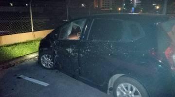 Keadaan cermin penumpang hadapan kereta berkenaan pecah dalam kemalangan tersebut.