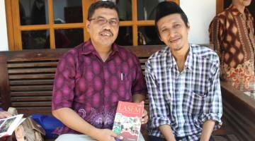 BERSAMA PENULIS: Kenangan bersama penulis sejarah Lasem. M Akrom Unjiya.