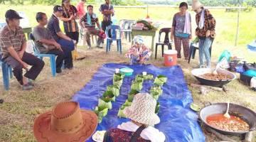 SOGIT TANAH: Penaung Adat Istiadat Mamanta dan Sogit Tanah Membakut, Tialum Sawoi mengendalikan upacara ritual Sogit Tanah yang diadakan baru-baru ini.
