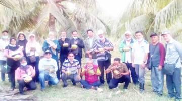 PROJEK TANAMAN KELAPA: Melawat Projek Tanaman Kelapa  dan Durian di Batu 19 Sandakan.