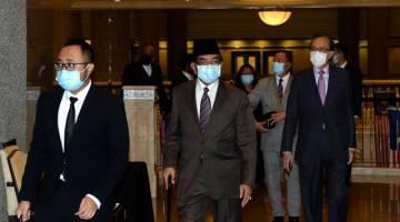 Musa(tengah) tiba di kompleks mahkamah hari ini. - Gambar Bernama