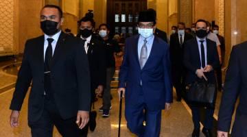 Musa (tengah) keluar dari Istana Kehakiman hari ini. - Gambar Bernama