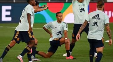 KOMITED: Alcantara (tengah) berlatih bersama rakan senegaranya menjelang aksi Liga Negara-Negara UEFA di Stadium Alfredo Di Stefano di Madrid, Sepanyol. — Gambar AFP