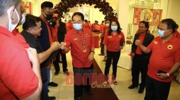 BEJADI: Wong datai bejadika seminar ti diatur PSB di Kuching kemari. — Gambar Muhammad Rais Sanusi