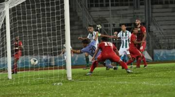 MATA PENUH: Rafiezan berjaya membolosi gawang Sarawak United sekali gus membolehkan Kuching FA meraih kemenangan pertama pada saingan Liga Perdana Malaysia.