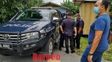 Polis tiba dilokasi kejadian untuk menjalankan siasatan.