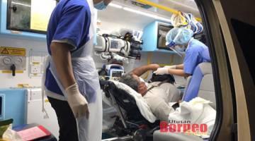 Mangsa tiba di KOMTAS dan kemudian diserahkan kepada pihak paramedik.