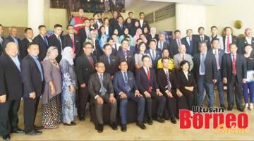 BERSAMA PESERTA: Phoong bersama peserta Persidangan Majlis Perundingan Beliau Negeri Sabah pada 14 Ogos 2019 dalam usaha mewujudkan SYAC.