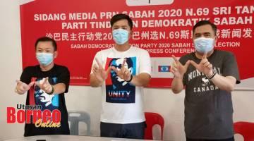 SOKONG: Anthony (kanan), Justin (tengah) dan Chan ketika mengadakan sidang media, di sini.