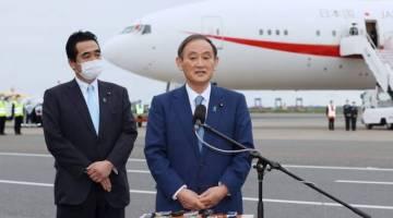 Suga bercakap kepada media sebelum berlepas dari Lapangan terbang Haneda, Tokyo untuk lawatan kerja empat hari ke Vietnam dan Indonesia.