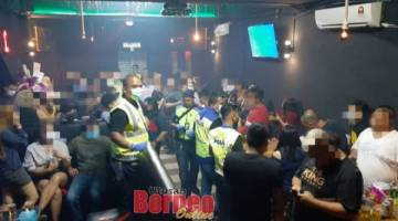 Kesemua 40 pelanggan di sebuah pusat hiburan di kawasan Tanjung Batu Commercial Centre yang ditahan kerana melanggar SOP PKPP, pada malam Ahad.