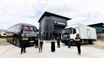 Cawangan Baru Jualan dan Perkidmatan oleh Scania Malaysia di Kuching, Sarawak, kini dibuka. Cawangan ini dipimpin oleh Phang Yee Fong, Pengurus Wilayah di Wilayah Timur (depan, kedua dari kiri) bersama dengan pasukan beliau.