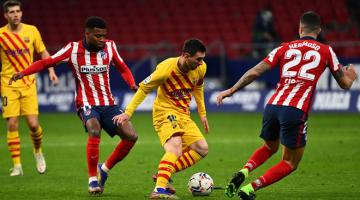 MENCABAR: Sebahagian daripada babak-babak aksi perlawanan La Liga Sepanyol di antara Atletico Madrid dan Barcelona di Stadium Wanda Metropolitano di Madrid. — Gambar AFP