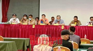 MESYUARAT: Othman (duduk empat kanan) bersama ahli jawatankuasa lama semasa berlangsungnya AGM PEPSAR sesi pemilihan AJK baharu penggal 2020/2022.
