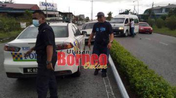 Kereta yang digunakan ketiga-tiga suspek terbabas di Jalan Burung Rawa.