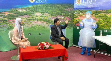 PENERANGAN: Dr. Sahipudin (tengah) memberi penerangan berkaitan pemakaian Alat Pelindungan Diri.
