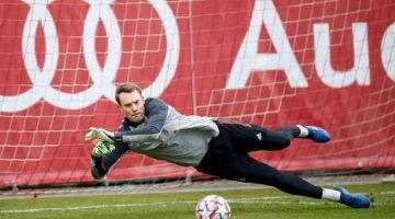SANDARAN: Gambar menunjukkan Neuer menyertai sesi latihan di Munich. — Gambar AFP
