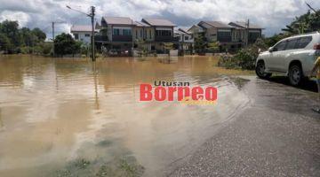Keadaan banjir di kawasan perumahan Gem Park yang mulai surut  hari ini dan tidak memerlukan pemindahan. - Gambar ihsan Bomba.