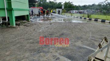 BEBENDAR: Raban Bomba enggau komuniti di kandang menua nya bebendar meresika luchak ba Kampung Tengah Sungai.