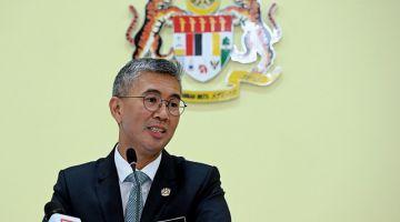 Tengku Zafrul ketika memberi taklimat khas kepada pengamal media berkenaan pelaksanaan PERMAIyang diumumkan Perdana Menteri Tan Sri Muhyiddin Yassin semalam di Bangunan Perdana Putra hari ini. - Gambar Bernama