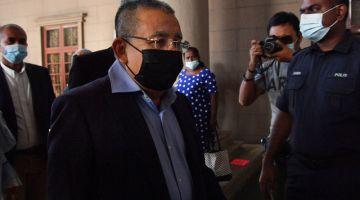Isa hadir di Mahkamah Tinggi hari ini, bagi keputusan kes yang dihadapinya atas sembilan pertuduhan rasuah melibatkan RM3 juta berkaitan pembelian Merdeka Palace Hotel & Suites di Kuching,Sarawak. - Gambar Bernama
