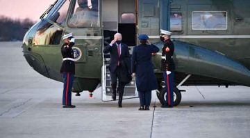 GAMBAR HIASAN: Joe Biden selepas mendarat di Pangkalan Andews Air Force di Maryland. — Gambar AFP