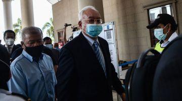 HADAPI PERBICARAAN: Najib hadir di Mahkamah Tinggi semalam untuk perbicaraan kes yang dihadapinya berhubung dana 1Malaysia Development Berhad (1MDB) semalam. — Gambar Bernama