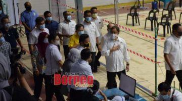 Abang Johari hadir merasmikan Program Imunisasi COVID-19 Negeri Sarawak di Stadium Perpaduan Petra Jaya hari ini. - Gambar oleh Roystein Emmor