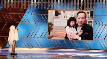 MENANG: Gambar ihsan yang dikeluarkan oleh NBCUniversal ini menunjukkan Gal Gadot menyampaikan anugerah Filem Bahasa Asing Terbaik kepada 'Minari' menerusi video kepada Lee Isaac Chung (di skrin) semasa Anugerah Golden Globe ke-78 pada 28 Februari lepas. Filem yang dibintangi oleh Steven Yeun (gambar kanan) itu menceritakan kisah keluarga pendatang Korea yang berpindah ke Arkansas pada 1980-an untuk mengejar impian mereka. — Gambar AFP/NBCUniversal