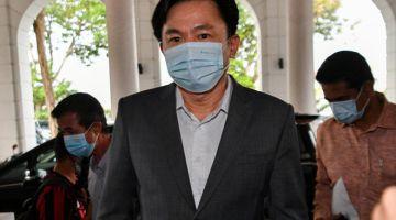 HADIRI PERBICARAAN: Paul Yong hadir bagi perbicaraan kes rogol pembantu rumah membabitkannya di Mahkamah Tinggi Ipoh semalam. — Gambar Bernama